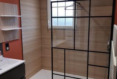 salle de bain terracotta bois douche