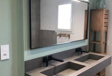 salle de bain béton et bois meuble double vasques